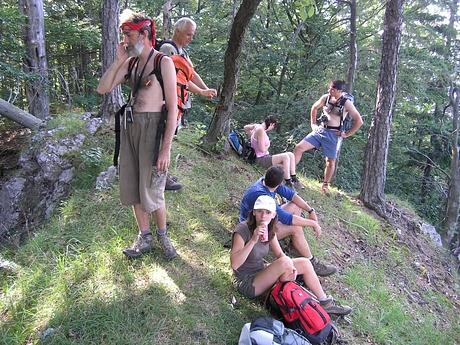 partia geocacherov na Kačarovej (zľava DCharlie, Rizmani, Guľko s Xandrejom, moja hlava a Algolka)