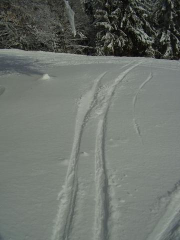 V noci nasnežilo 15-20 cm nového snehu.