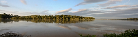 Komárno, sútok rieky Váh a Dunaj (panoráma)