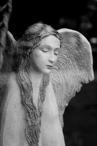 ... Anjel gýčový ...