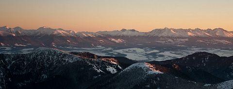 ... západ Slnka nad Západnými a Vysokými Tatrami ...