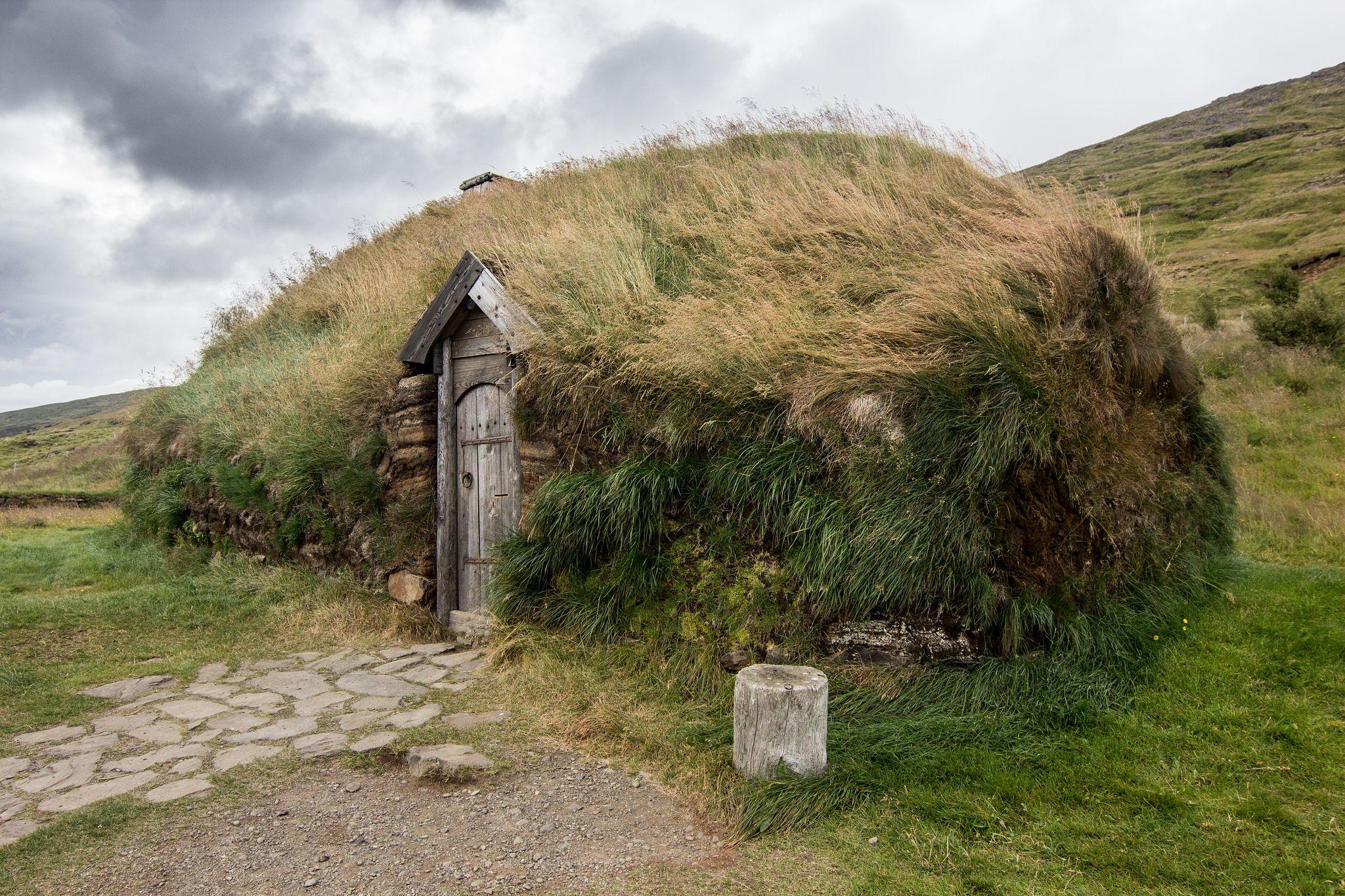 Zrekonštruovaný rodný dom Eiríkra Þorvaldssona a Leifa Erikssona
